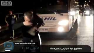 مصر العربية | حافلة فريق كرة قدم تركي تتعرض لاعتداء
