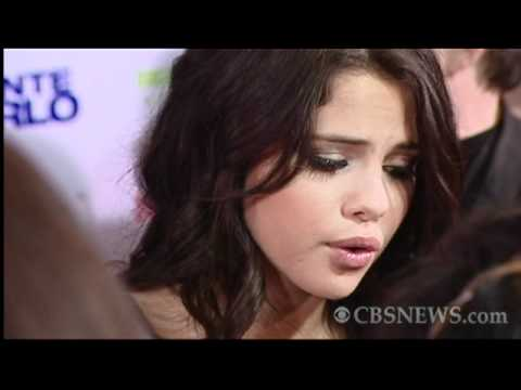 "Justin Bieber & Selena Gomez hit the red carpet for ""Monte Carlo"" thumbnail"