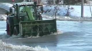 tracteur dans l'eau 1.wmv