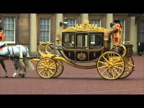 Queen rides new carriage made from Isaac Newton's apple tree
