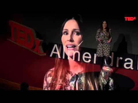 Periodismo vivencial: vivirlo para contarlo | Adela Úcar | TEDxAlmendraMedieval