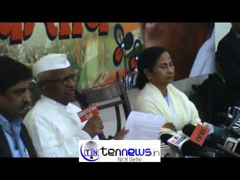 Anna Hazare reaches Trinamool Congress office in Delhi, meets Mamata Banerjee