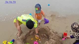 Tin siêu còi và anh Hai đi tắm biển mùa hè cực vui