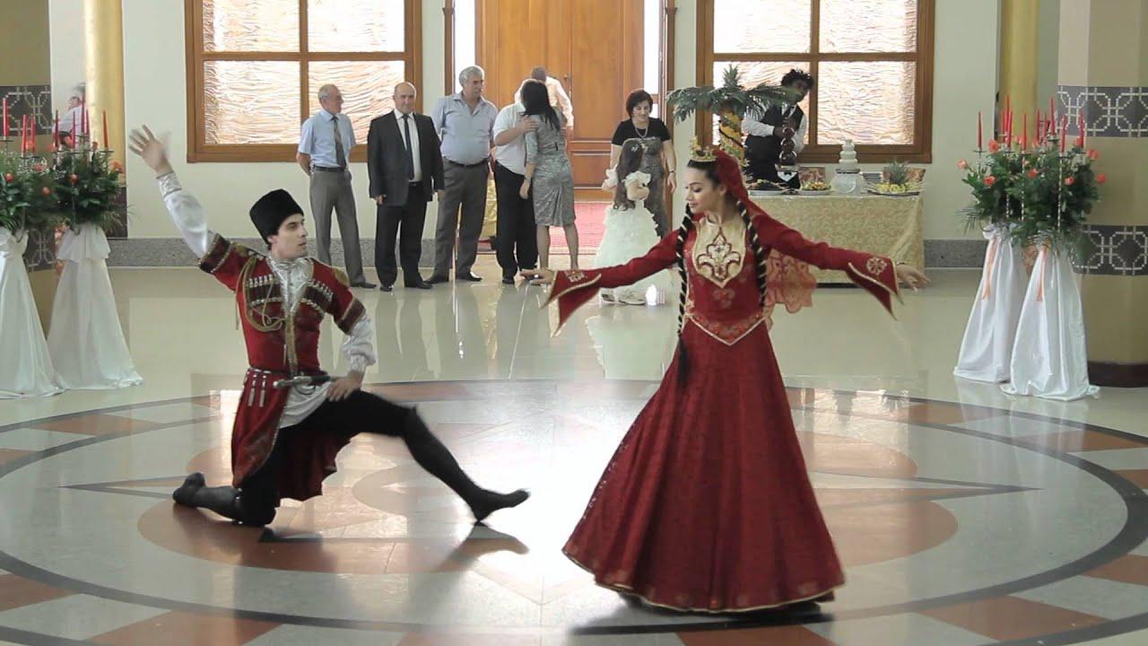 Ролик танцы девушек 17 фотография