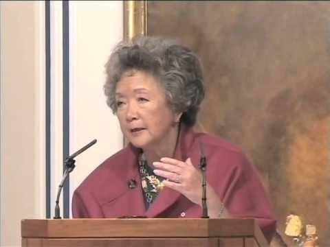 Adrienne Clarkson speaks at the Ismaili Centre, London : TheIsmaili.org