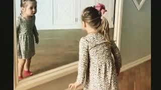 3-летняя дочь Пелагеи очень выразительно и эмоционально поет детские песни, сопровождая их танцами