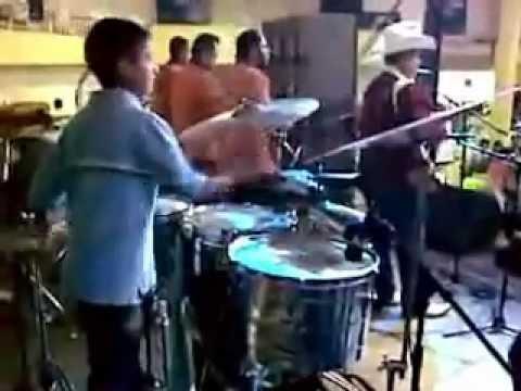 Tremendo Palomazo fregon de un Niño que se avento con la banda de Julion Alvarez
