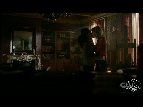 The Originals 4x09 Freya & Keelin Kiss