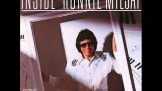 Watch Ronnie Milsap Carolina Dreams video