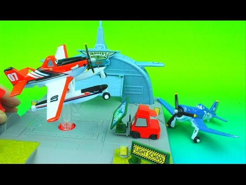 Action Shifters Disney Planes Fire and Rescue Skipper's Flight School Dusty Crophopper