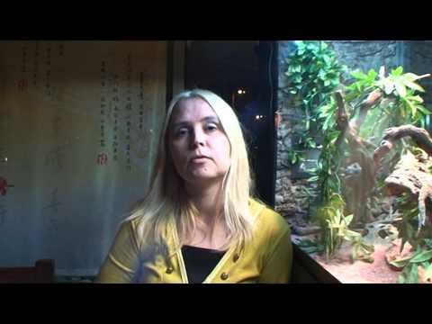 прикольная ржака  интервью блондинки на серьезную тему