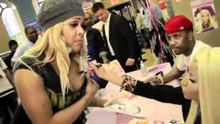 Nicki Minaj Philly CD Signing Pink Friday: Roman Reloaded
