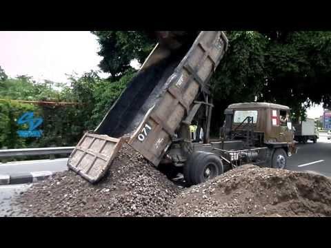 Dump Truck Fuso Unloading sands