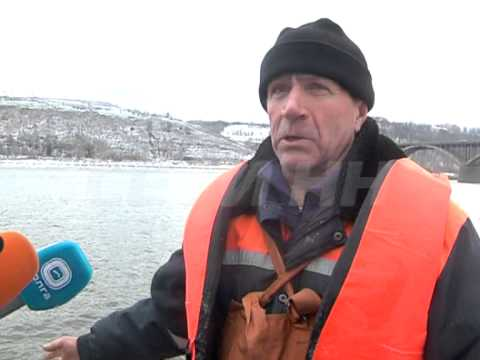 видео утонул рыбак