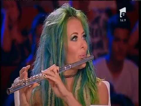 Delia cantă LIVE la flaut!