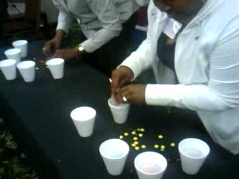 Family Reunion's Meet and Greet Game: Minute to Win it - Round 2.