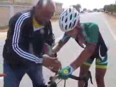 بطل ليبيا للدراجات 2013 على بشير التابث لاعب نادي الجمارك الليبي (عدسة صحيفة نادي الجمارك الليبي )