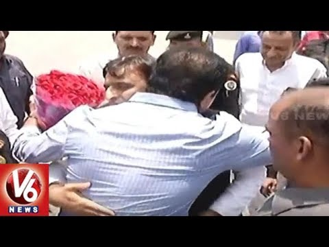 Akhilesh Yadav Visits Hyderabad, Meets CM KCR Over Federal Front | V6 News