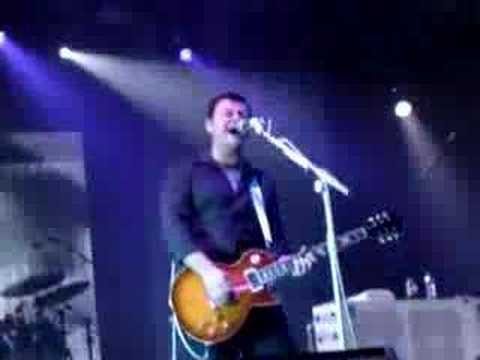 Manic Street Preachers - Solitude Sometimes Is