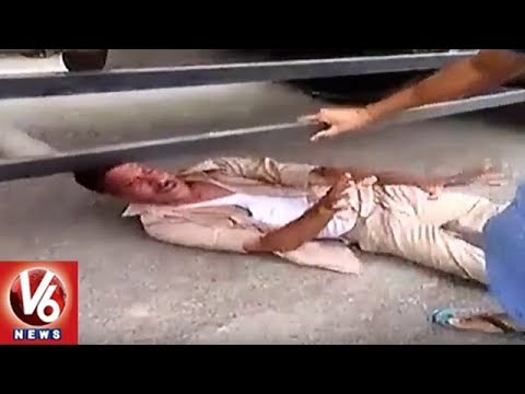 Drunk Cop Beaten By Locals In Bulandshahr | Uttar Pradesh | V6 News