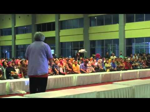 Asdar Muis baca puisi di launching Makassar Tidak Rantasa