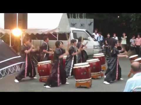 Taiko drumming at the Gokoku Shrine Mitama Matsuri