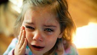 Lo que hace esta niña al morir su madre hará llorar al mundo entero