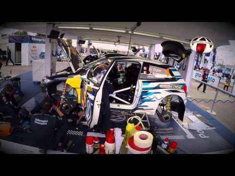 El equipo de Volkswagen realizando ajustes en WRC Rally Guanajuato México