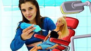 Барби у стоматолога. Ставим брекеты Зубастику - Куклы Барби в ToyClub. Игры для девочек