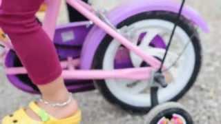 Hai chị em tập đi xe đạp - Xe đạp ơi