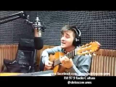 Efrain Colombo canta en Radio Cultura