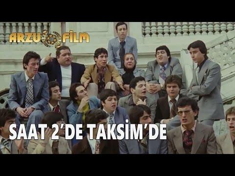 Eski Filmler - Hababam Sınıfı Tatilde - Saat 2'de Taksim'de
