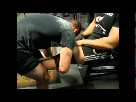 How To Use Powerlifting Knee Wraps for Heavy Squats Image 1