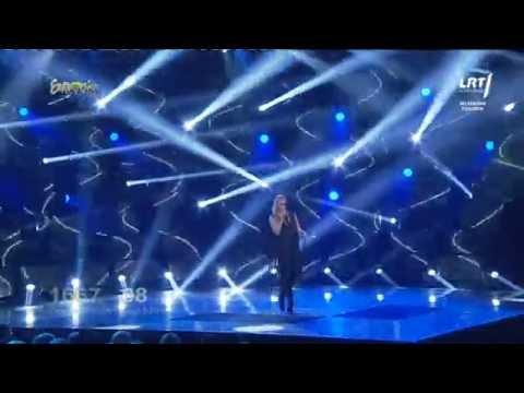 """Atlikėja Neringa Šiaudikytė atliko muzikinį kūrinį """"Feel My Love"""""""