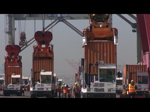 Port labor battle in California could slow holiday shipments