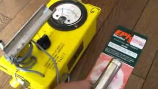 ガイガーカウンター CDV-700 6b (LIONEL社製)でマントルの放射線を測定