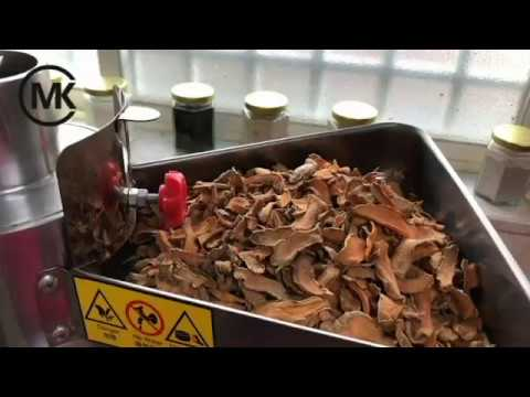 薑黃磨粉-小型直立式磨粉機