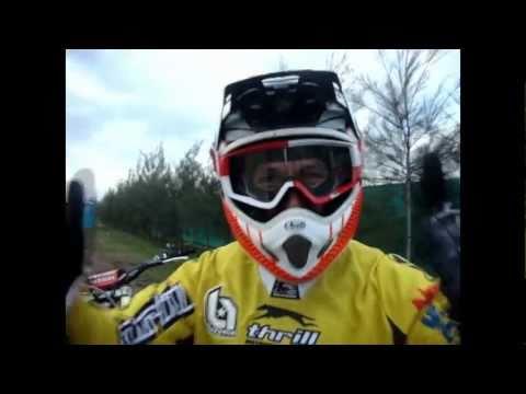 Dario Arco, como subir la moto al banco...
