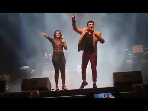 "Sonu Nigam & Shreya Ghoshal Amazing Live Performance On ""Bole Churiya Bole Kangana"" Song 360p"