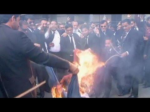 """مظاهرات منددة بكاريكاتور """"شارلي إيبدو"""" في باكستان واليمن"""
