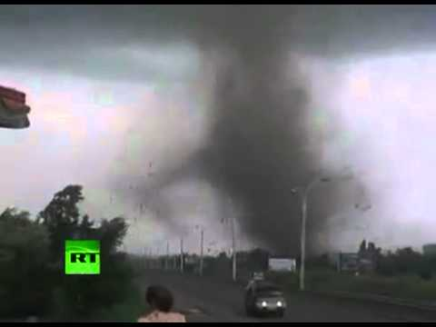 Amateur videos of powerful tornado that kills 1, injures dozens in Russia