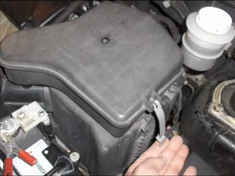 How To Replace 2003. 2004. 2005 & 2006 Mitsubishi Outlander Air Filter