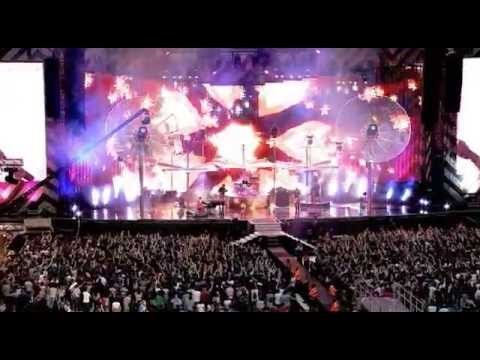 Muse - Feeling Good  [Live From Wembley Stadium]