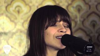"Gabrielle Aplin - 「Sunday Sessions」にて""Coming Home""をライブ・セッションで披露 映像を公開 thm Music info Clip"