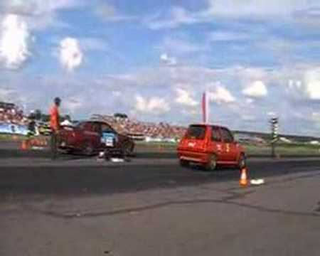 Renault r5 gt Turbo 440 hp Gianni Santi vs Skyline A little video King of Europe DRAG 2007 Kamien Slaski Driver:Gianni Santi The beautiful,amazing and very v...