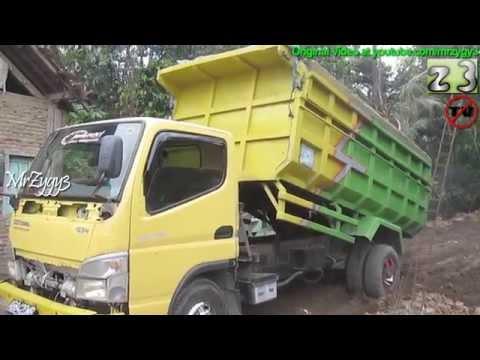 Dump Truck Mitsubishi Fuso Canter HD Stuck