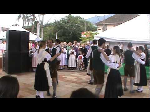 Mazurka - festa das etnias -grupo rio serro II.mpg