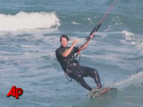 Fla. Kiteboarder Surrounded, Killed by Sharks