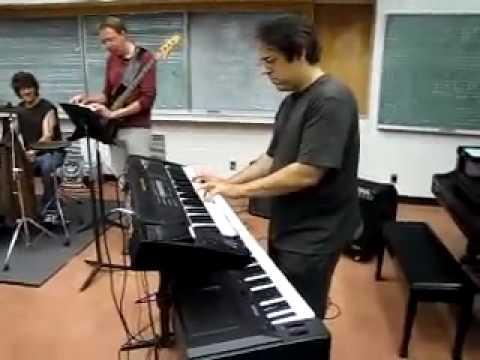 Dueling Banjos (Eric Weissberg version) on Keyboard !