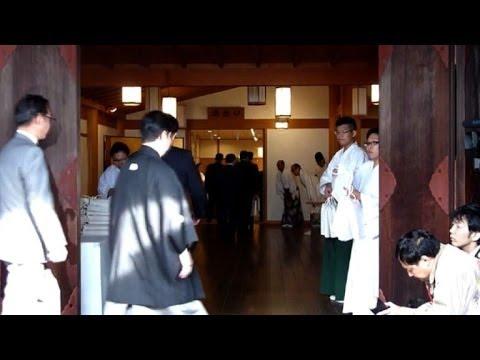 Ministro japonês visita santuário polêmico